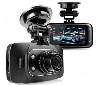 """2,7"""" widescreen skærm, 1080p videooptagelse, 140 graders vidvinkel linse, nightvision, bevægelsesdetektor, 872x471x145 mm. Pris: ca. 145 kr. Kan købes her. Se videokvalitet/anmeldelse her."""